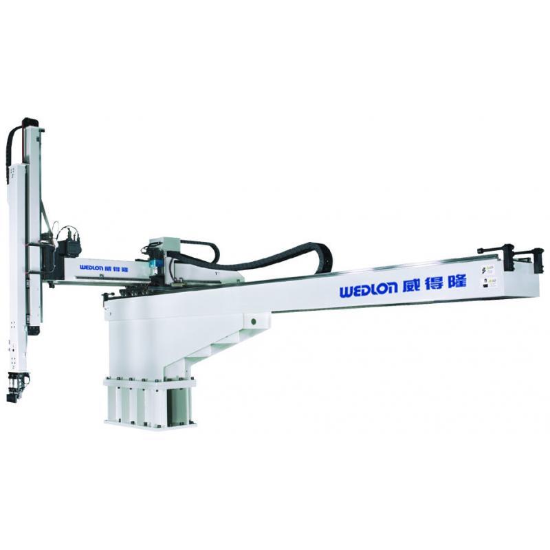 大型伺服横走式機械手臂被廣泛應用於1,800T ~ 3,500T塑膠射出成型機。