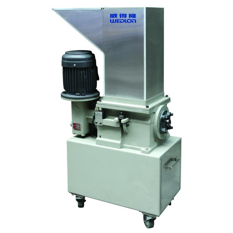 慢速碎料機,適用於塑膠及環保資源回收等工業。主要應用於粉碎各種塑膠射出的料頭及不良品。